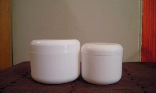 Pots à onguents en plastique blanc